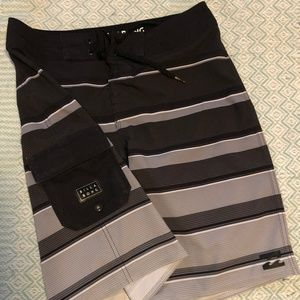 Boys Billabong shorts size 29